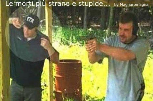 stupidi con le armi
